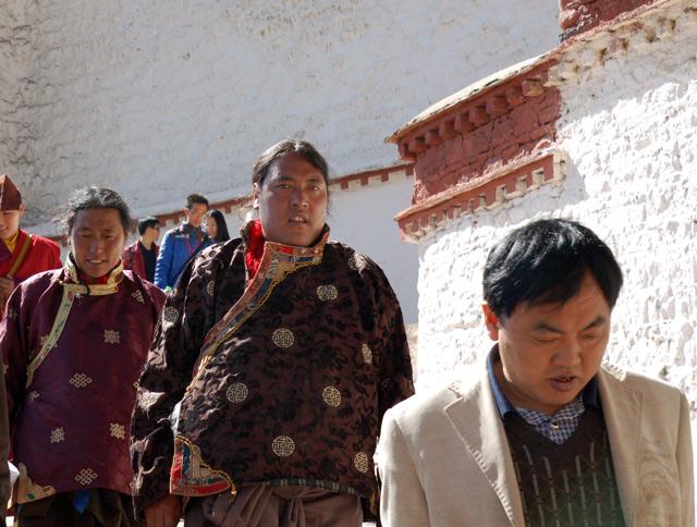 Коренные тибетцы во дворце Потала