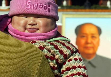 История баянов: Sweet... (фото толстого китайского ребёнка на против портрета Мао)