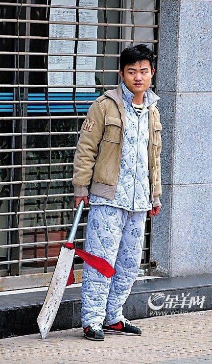 Китаец в пижаме и с мачете / Магазета