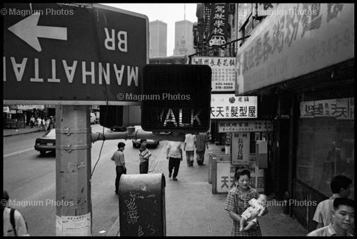 США, Нью-Йорк. 1998. Восточный Бродвей в Чайнатауне.