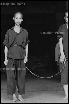 Тайвань, Гаосюн. 1998. Монастырь Лунфа Тан. Душевнобольные.