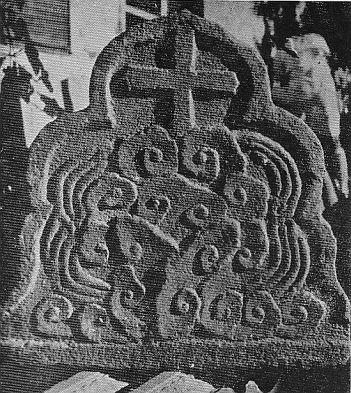 Надгробный камень с лотосом и крестом, 1940 г., фото У Вэньляна