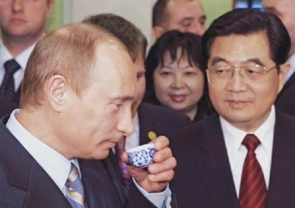 Приезд Путина в МГУ в сравнении с приездом Ху Цзиньтао в Пекинский народный университет