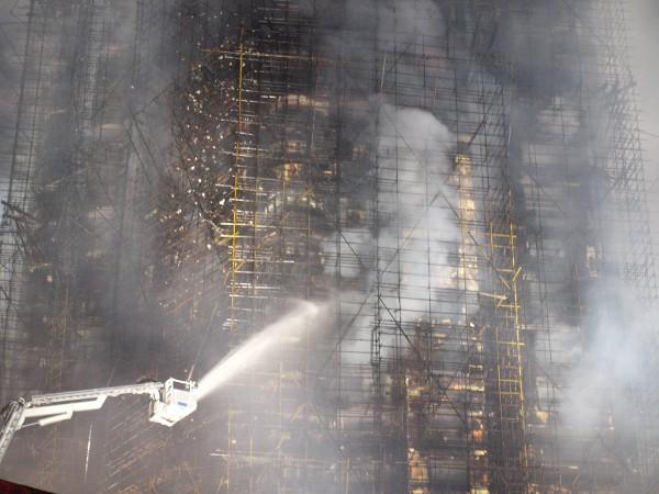Пожар в небоскребе в Шанхае