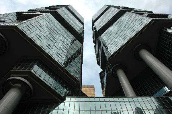 Вид снизу на Lippo центр