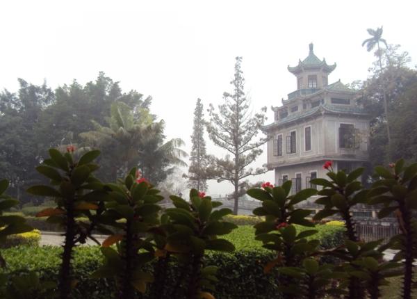 Дяолоу в городе Кайпин (Китай) / Магазета