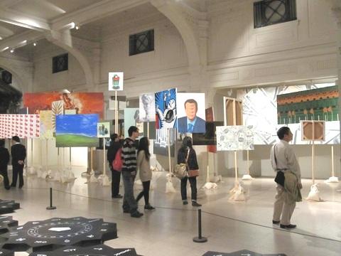 """""""Надо действовать"""", группа Madeln / в Шанхае проходит биеннале современного искусства"""