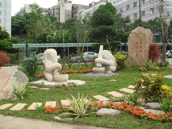 Памятники лунным зайцам в Тайбэе