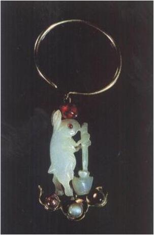 Древнее украшение из нефрита. Лунный заяц.