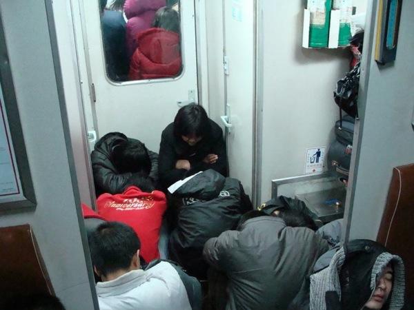 Тесно, но тепло / «Весенний Ток»: 春运 в Китае