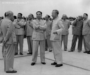 В кругу высшего руководства КНР, 1962 г., с Чжоу Эньлаем, Лю Шаоци