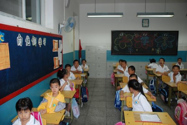 смотреть как ебутся русские школьники в кустах и в школе