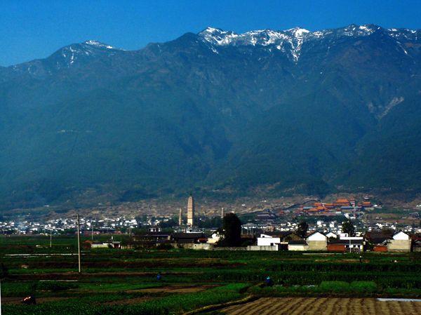 "Горы Цаншань и ""Три пагоды"" символ Дали"