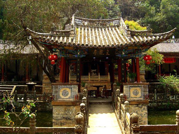 Даосский храм в горах Вейбаошань