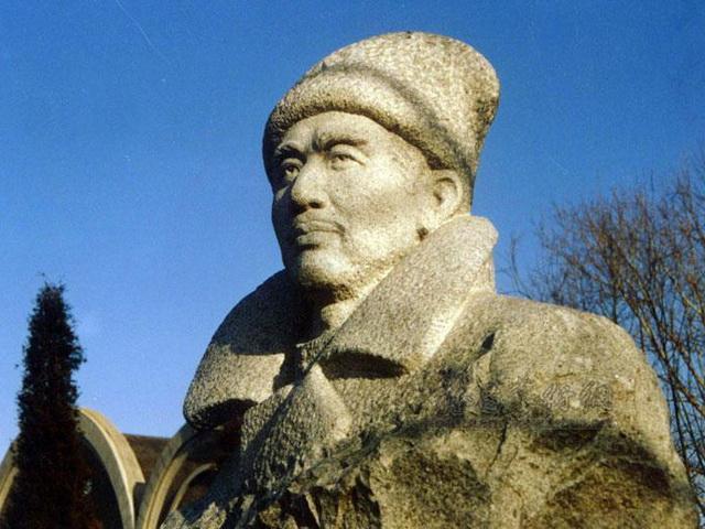 Памятник Жэнь Фучэню в Лояне