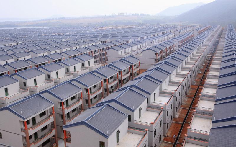"""Тысячи китайцев переезжают в """"город-тюрьму"""""""