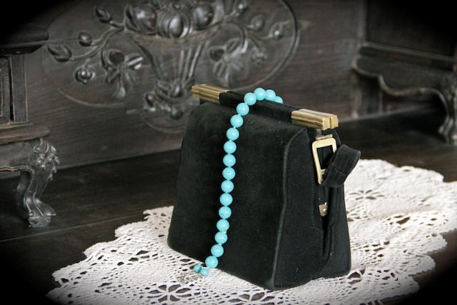 Дамская сумочка Валентины Закитной приобретена в 40-е годы в Харбине. Фото Александры Ищенко