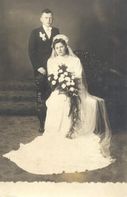 Екатерина и Александр Тепляковы, г. Сахалян, 1942