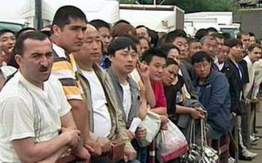 28 июля 2009 г. В Москве в Новопушкинском сквере прошёл пикет в защиту закрытого Черкизовского рынка