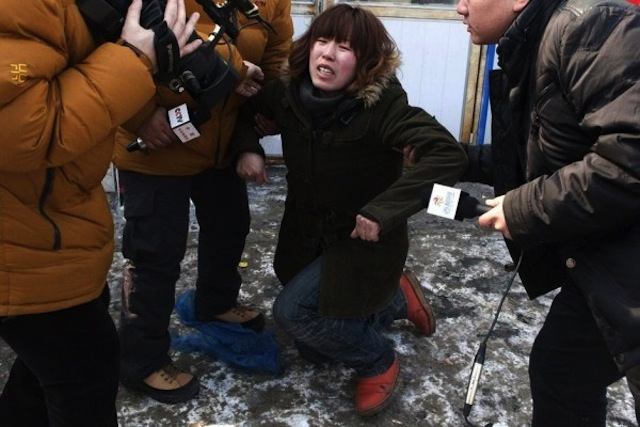 Китайский автоугонщик придушил оставленного в машине младенца