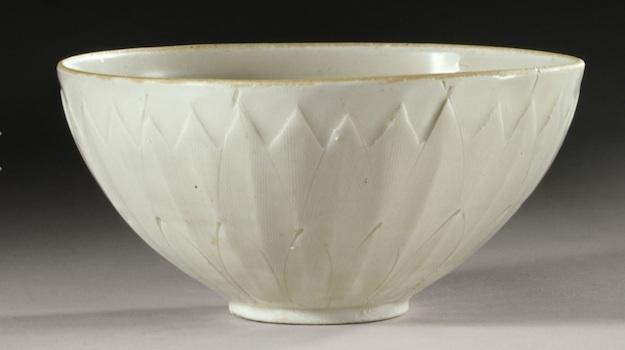 Китайскую чашу, купленную на барахолке, продали с молотка за $2 млн