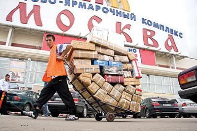 Торгово-ярмарочный  комплекс «Москва» очень быстро превратился в «Люблизон», китайские торговцы практически вытеснили оттуда других обитателей