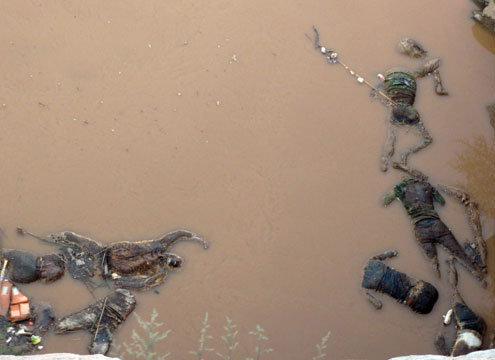В китайской реке нашли около ста человеческих трупов