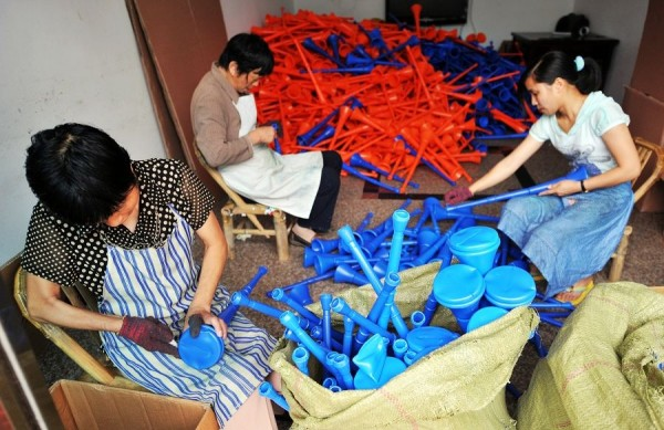 Производство вувузел, Сунань.