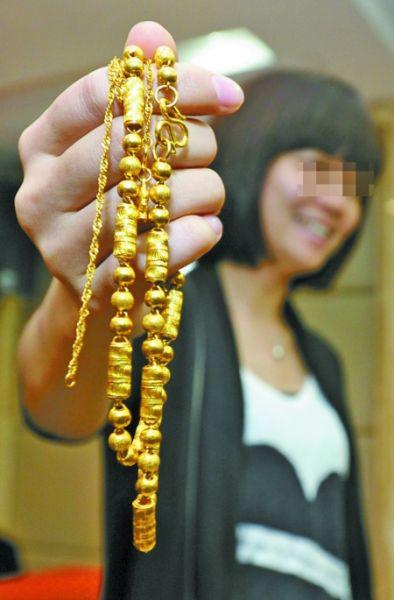 Китаянке из интернет-магазина по ошибке вместо лестницы прислали золото на 600 тыс. юаней