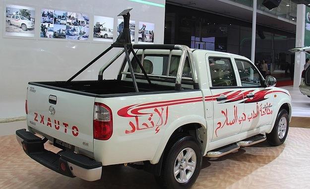 Китайская компания представила пикап в «ливийском стиле» со станком для пулемета