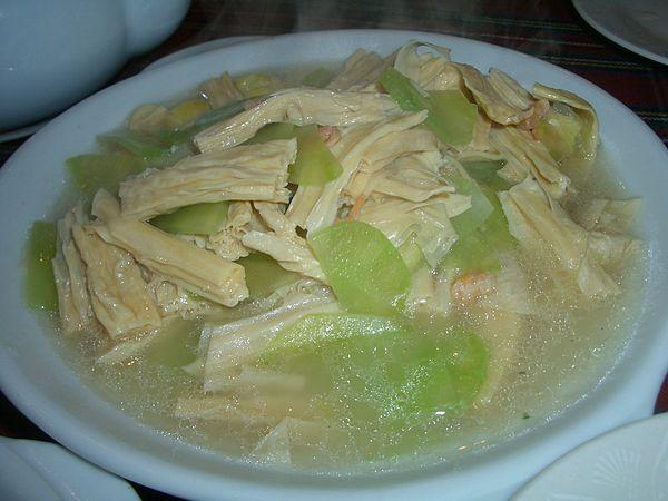 Суп из фучжу с огурцами и сладким перцем