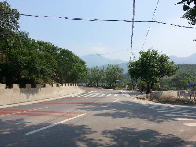 Китайская деревня недалеко от Пекина crossroads