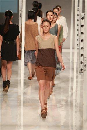 Taobao представляет новые модели сезона осень/зима на Неделе моды в Шанхае 2013. Фото: IC