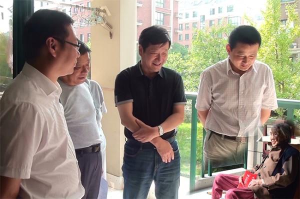 Китайских чиновников опять обвинили в использовании Фотошопа