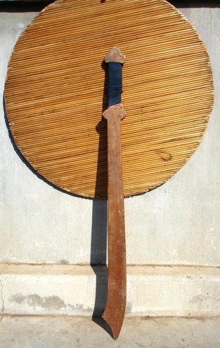 В целях безопасности, использовались деревянные мечи