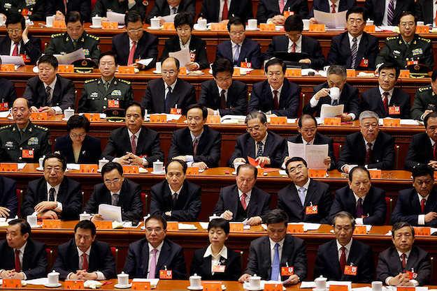 В Китае семнадцать тысяч чиновников наказаны за нескромные запросы