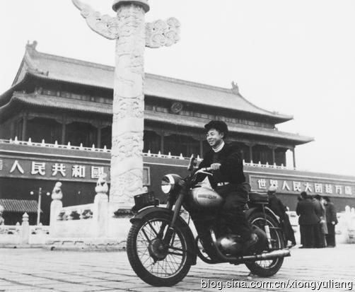 Жизнь мопеда-нелегала в китайском мегаполисе