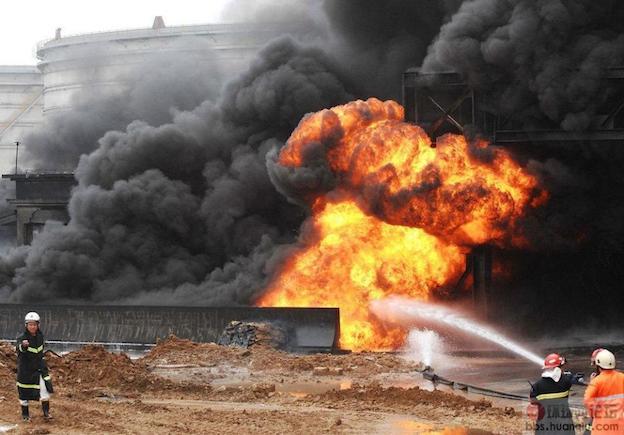 Взрыв нефтепровода в Даляне
