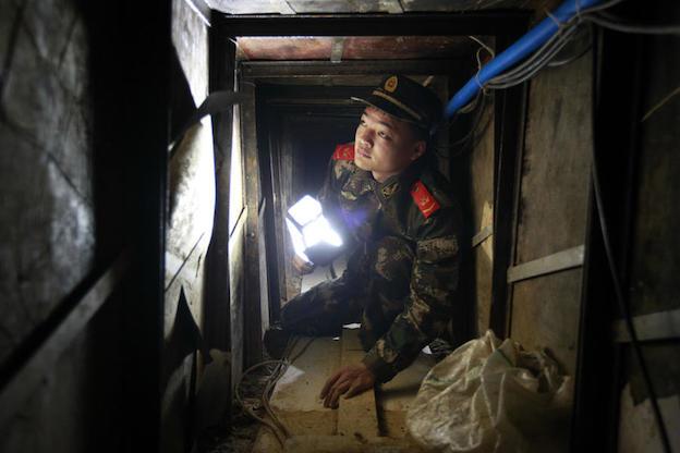 Китайские контрабандисты прорыли 40-метровый тоннель в Гонконг