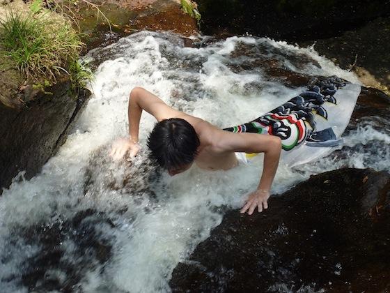 Карп, преодолевший водопад, становится драконом