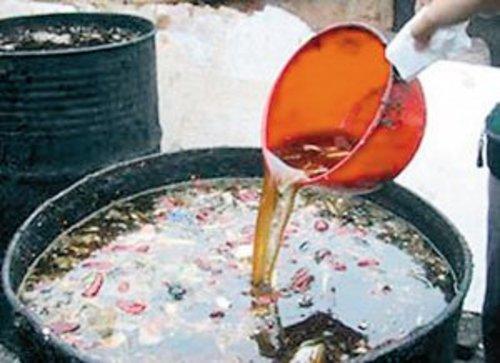 В Китае приговорили трех поваров за использование масла из канализации