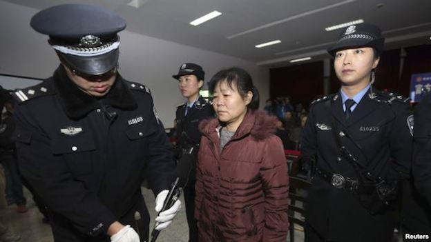 В Китае акушерку приговорили к смертной казни за кражу детей
