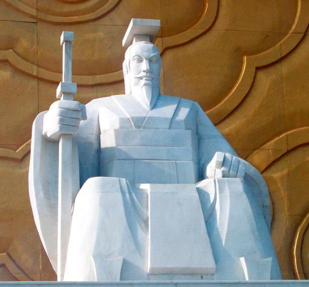 Статуя Хуан-ди  на  его родине, в Синьчжэне (провинция Хэнань)