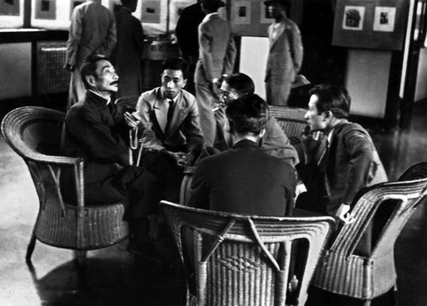 Лу Сюнь с молодыми художниками, 1936 г. Хуан Синьбо слева от писателя.
