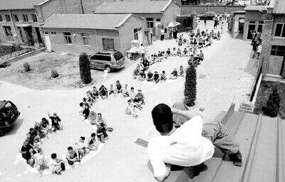 "Акция в защиту ""арт-лагеря"" Соцзяцунь накануне сноса в 2005 г."