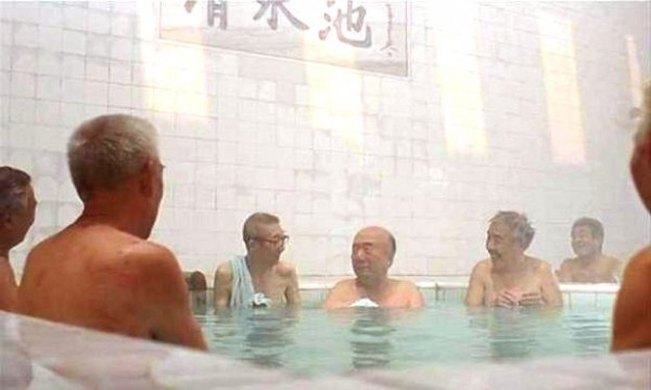 Смотреть как моются женщины в душевой бассейне бане фото 305-73