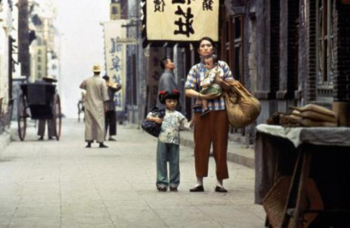 Кадр из фильма «Жить», 1994 г.