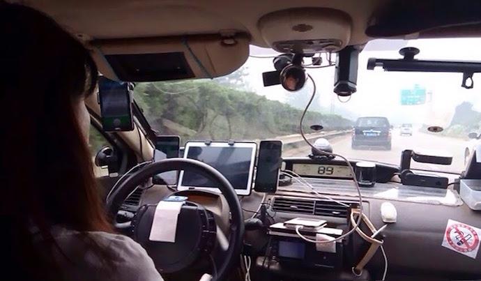 Водитель с четырьмя телефонами, Китай