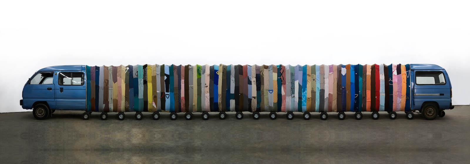 Инь Сючжэнь: как сшить произведение искусства из ста кг одежды?
