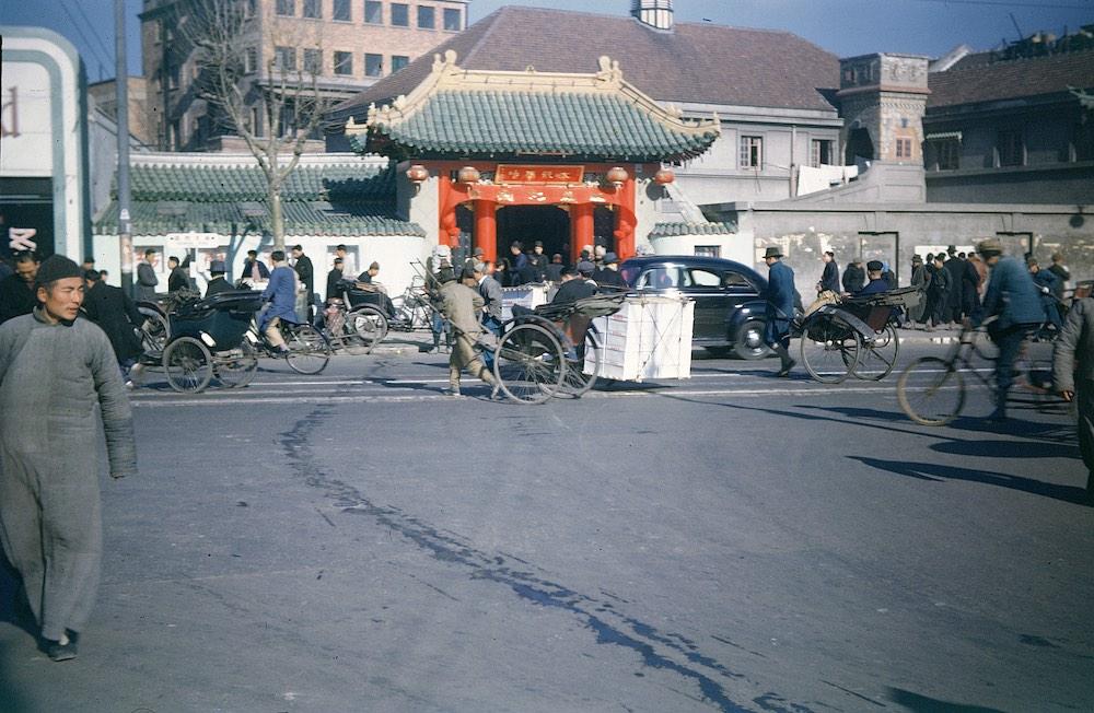 Вход в храм в 1946 году. Источник: flickr